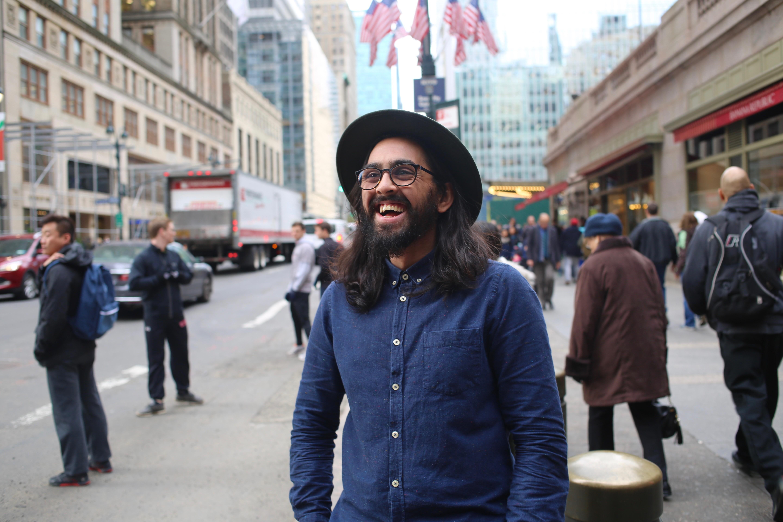 Omar på 42nd Street foran Grand Central Station.