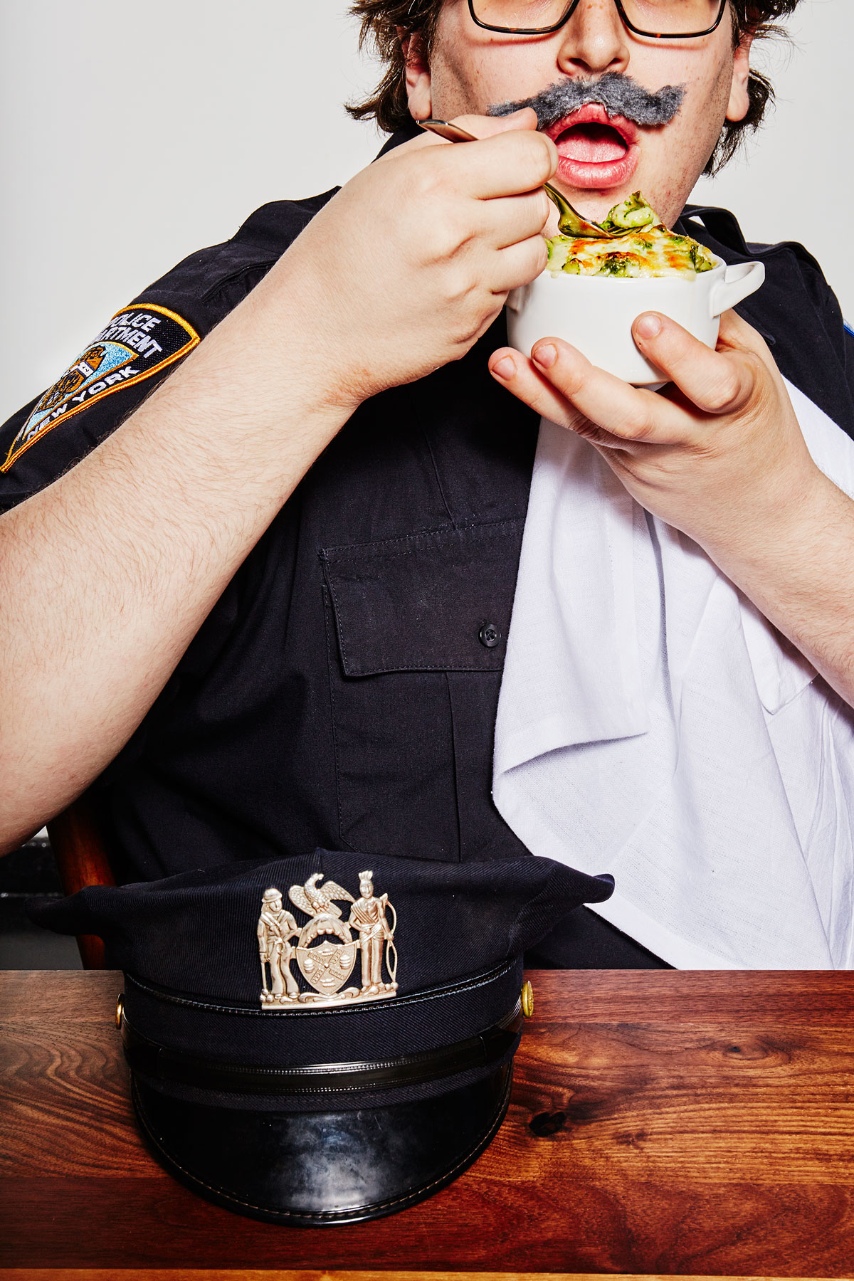 420-stoned-cop-eating-mac-and-cheese