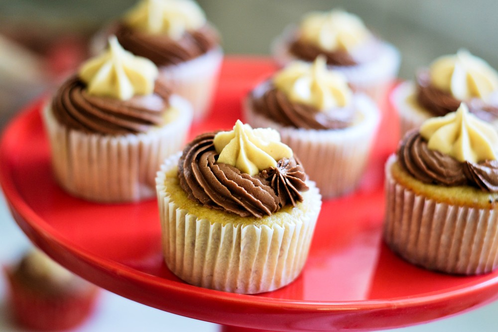 banana-cupcakes-with-chocolate-and-peanut-butter-frosting
