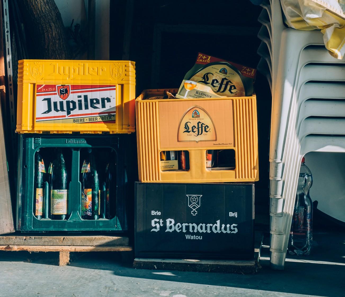 Bierdrinkende oma's - bierbakken