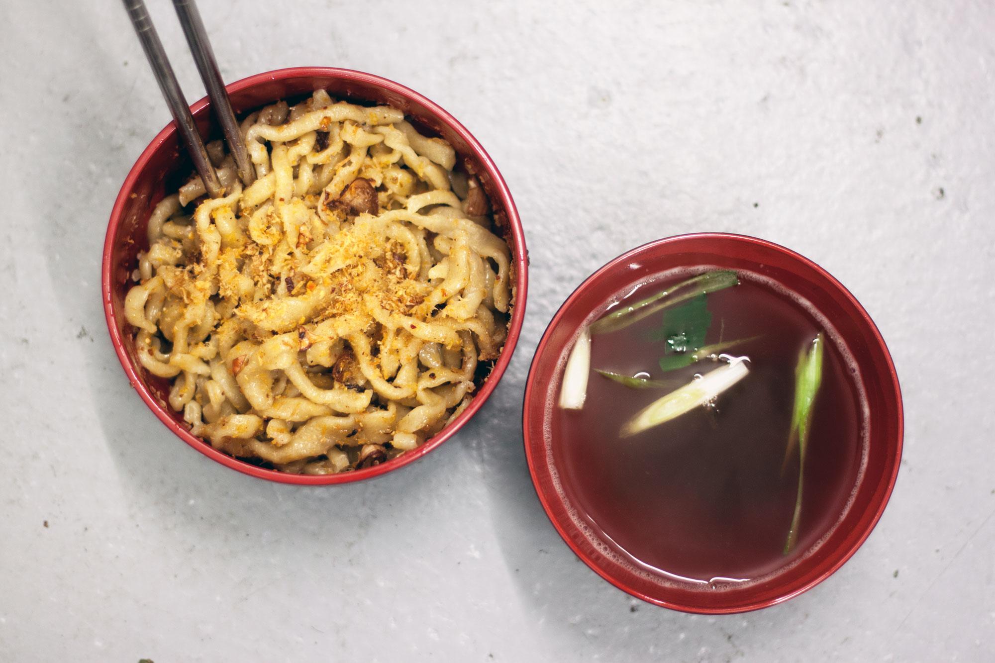 CNYhong-kong-noodles-and-broth