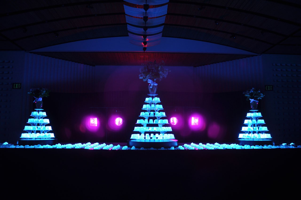 Funeral-Jelly-at-SFMOMA-jelly-by-Bompas-&-Parr-(photo-credit-Charles-Villyard)