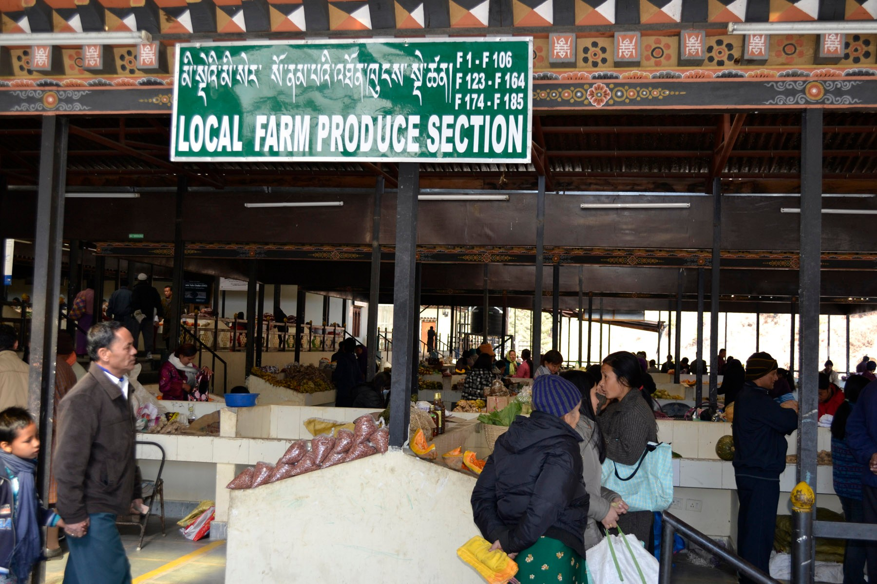 local-produce-at-the-vegetable-market-in-thimph