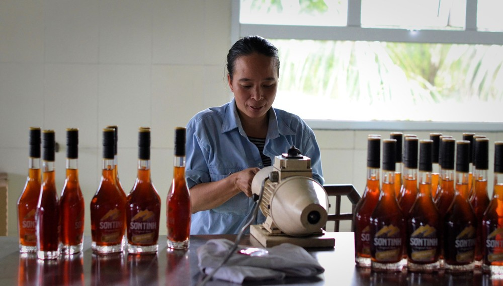 son-tinh-gets-bottled-and-packaged-by-hand1