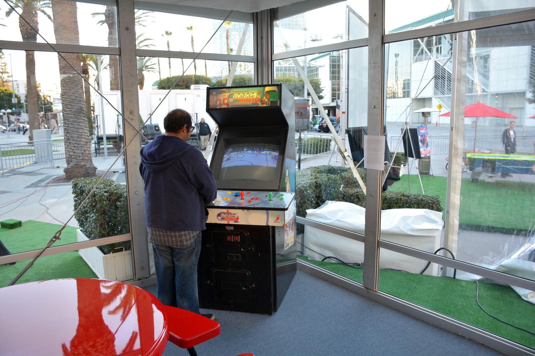 Stan_Mikita's_donut_food_arcade - 1