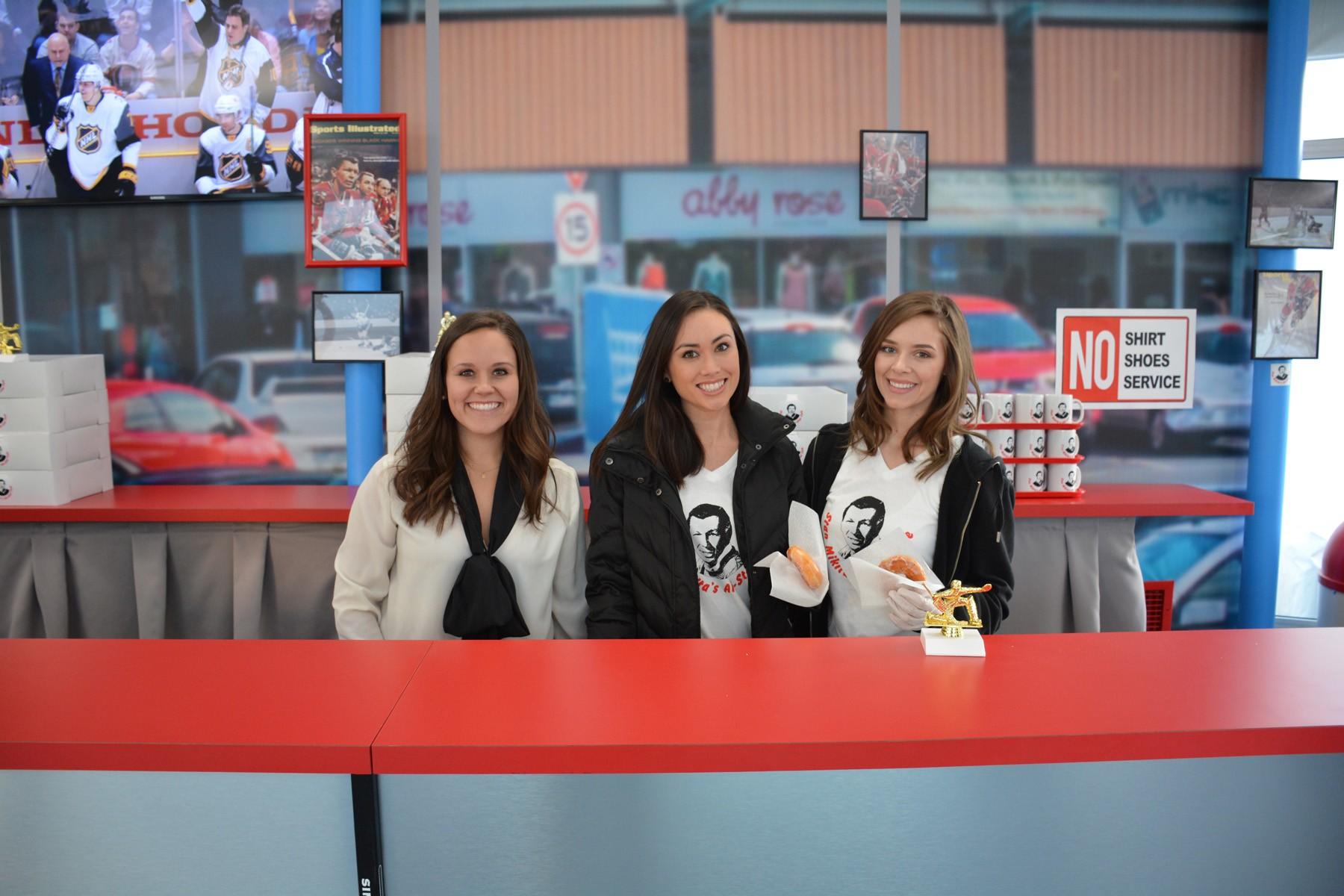 Stan_Mikita's_donut_stand_girls - 1