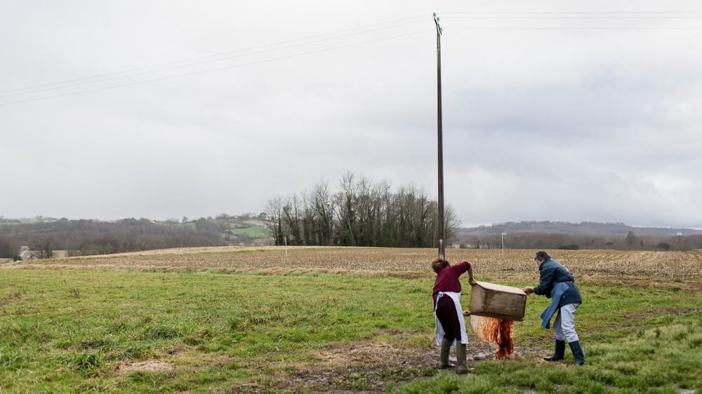14/01/2014 - France / Aquitaine - Nettoyage de la maie en bois (meyt en gascon) qui a servi pour la preparation du boudin. Le tue-cochon, ou fete du cochon, est une tradition des campagnes francaises, qui correspond a l'abattage, la decoupe et la cuisine de la viande de porc. Autrefois moment important de la vie rural, cette tradition se perd aujourd'hui. Simon Lambert / Haytham Pictures 14/01/2014 - France / Aquitaine - Kill the pig - In the nearby field of the farm, women emptied the wooden bread box that was used for the blood sausages preparation. Simon Lambert / Haytham Pictures