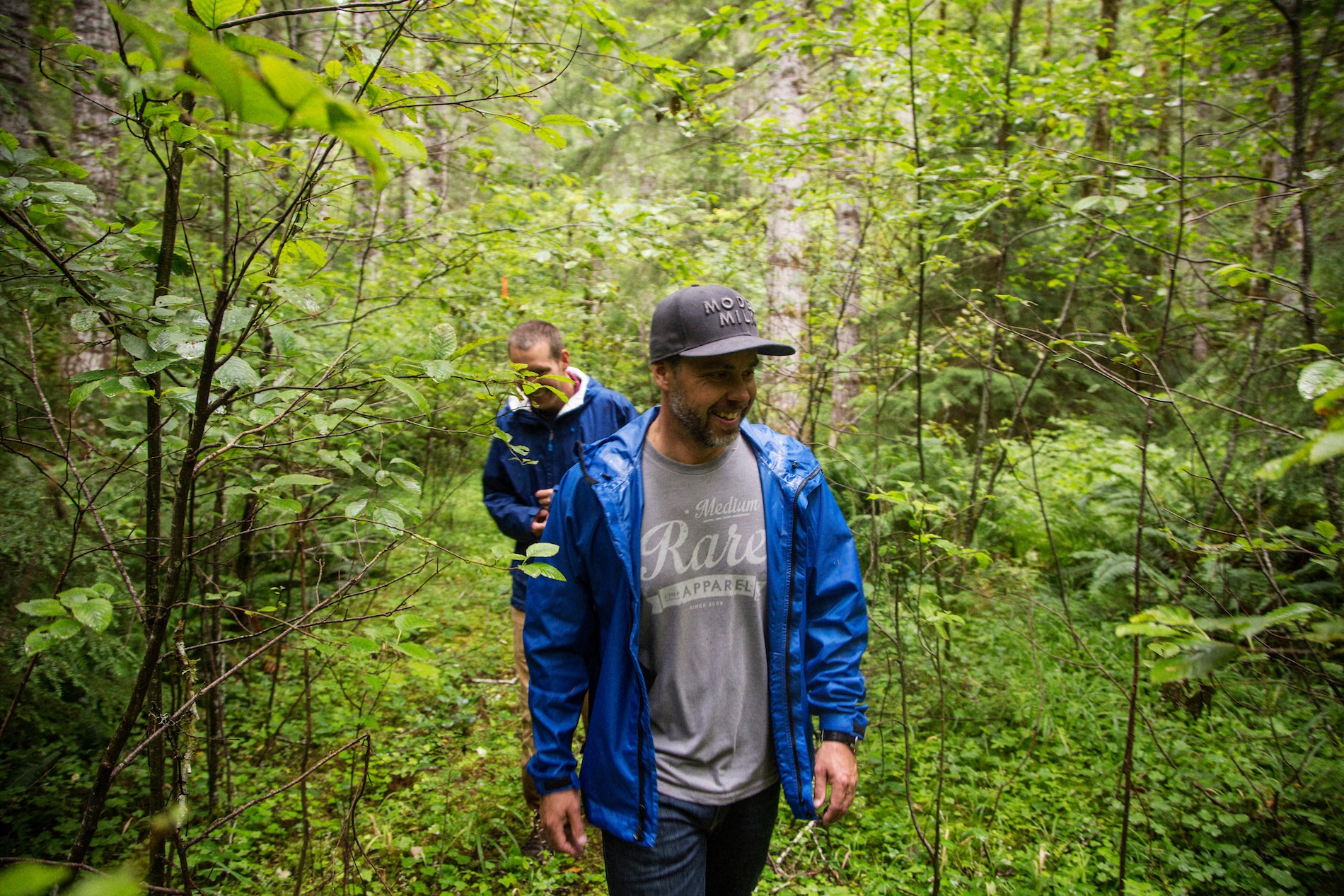 Chefs Lee Cooper and Justin Leboe foraging in a coastal forest about an hour outside of Portland. Mushrooms in Portland, Oregon. August 2016. Matt Lutton / Boreal Collective for Vice Munchies