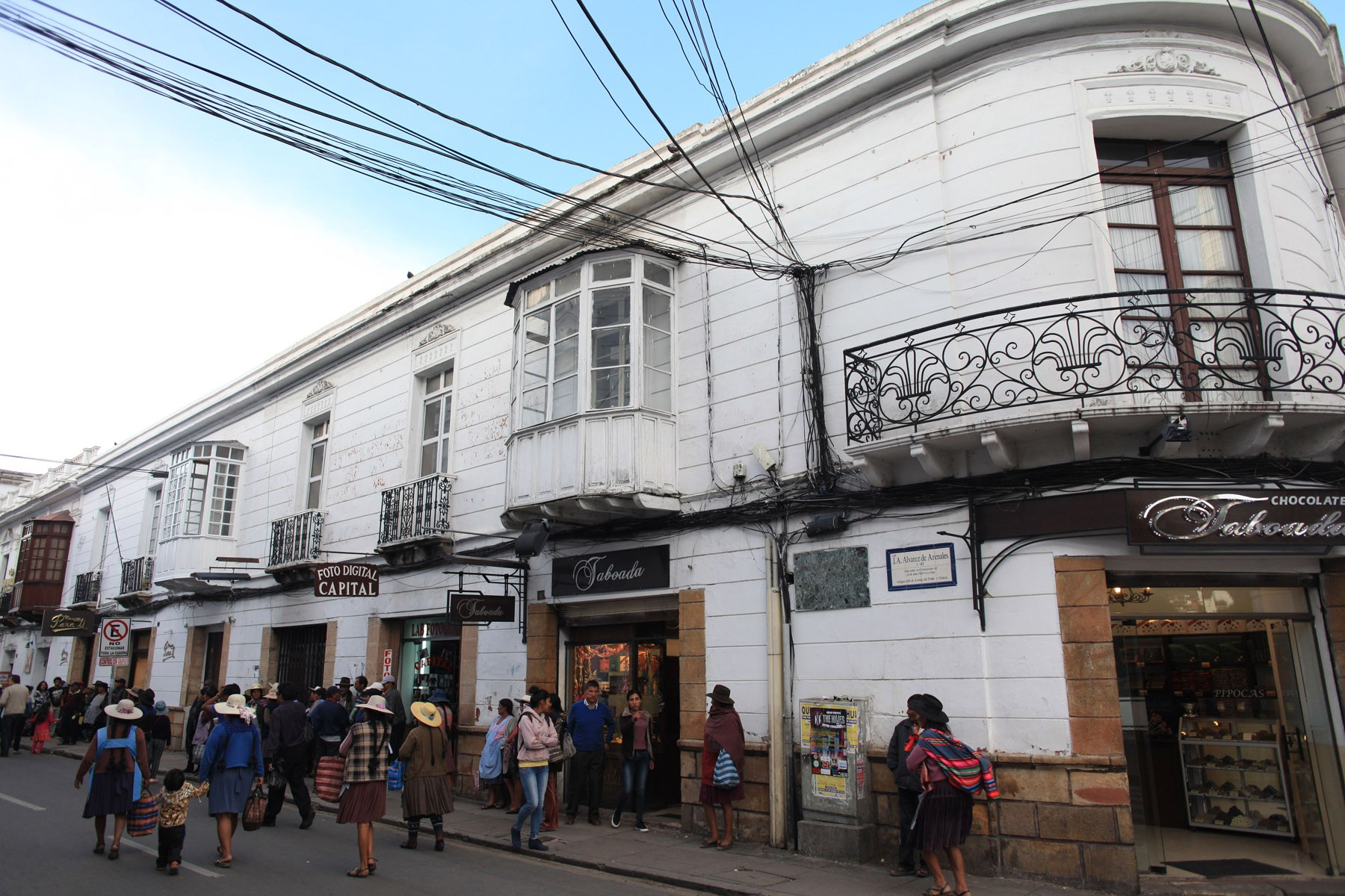 The street corner where Taboada goes head to head with Chocolates Para Ti by Sucre's main plaza