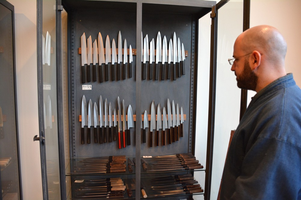 la s best chefs would be nothing without this knife master. Black Bedroom Furniture Sets. Home Design Ideas