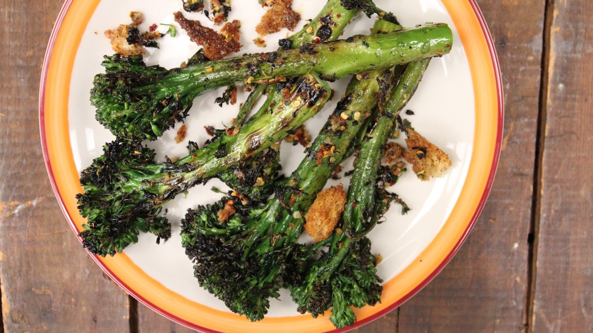 Charred Broccoli with Anchovy and Mustard Croutons - MUNCHIES