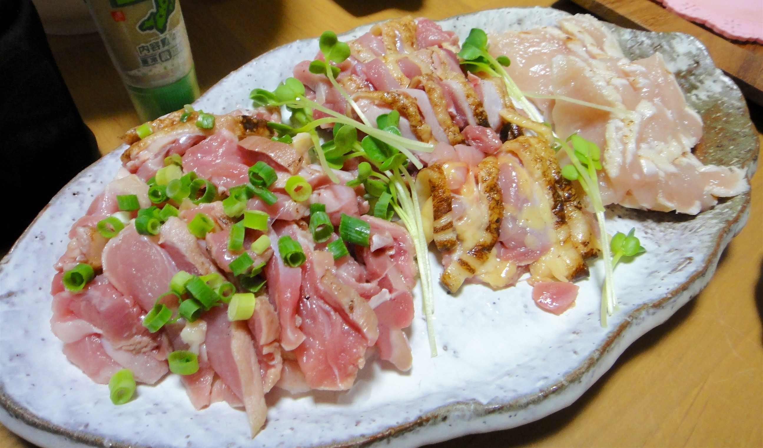 Chicken sashimi. Photo via Flickr user Debs (ò‿ó)♪