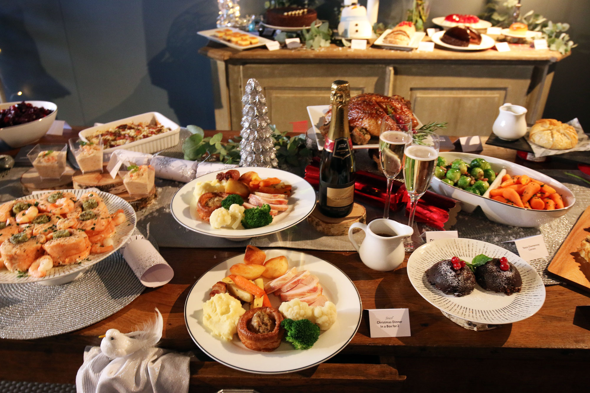 christmas-lunch-table