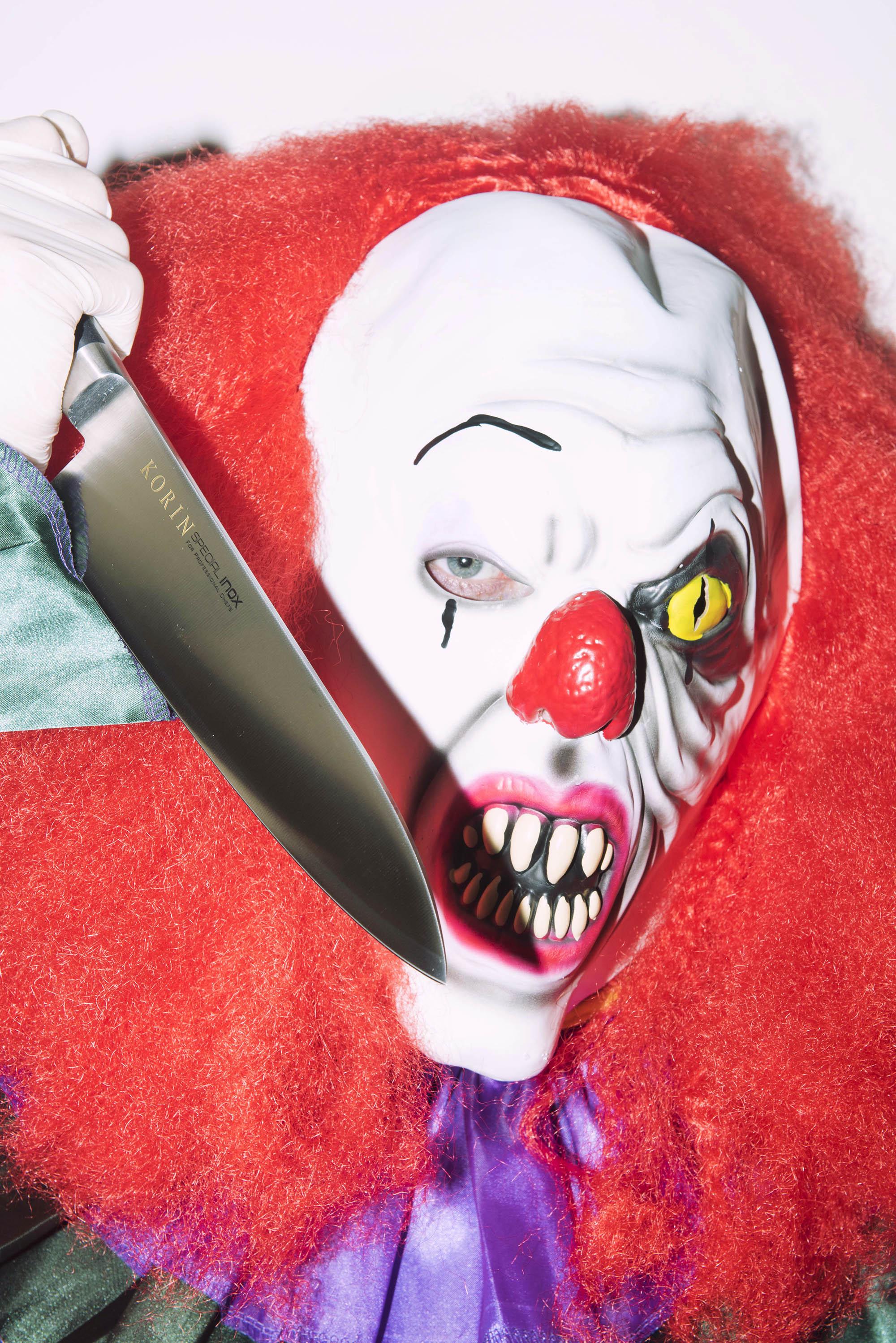 clown-knives-shoot-3