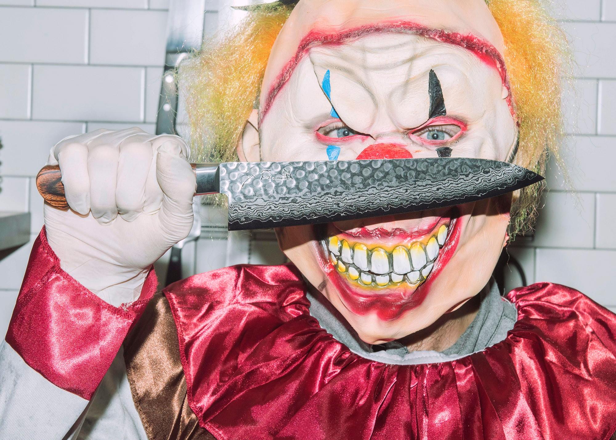 clown-knives-shoot-5