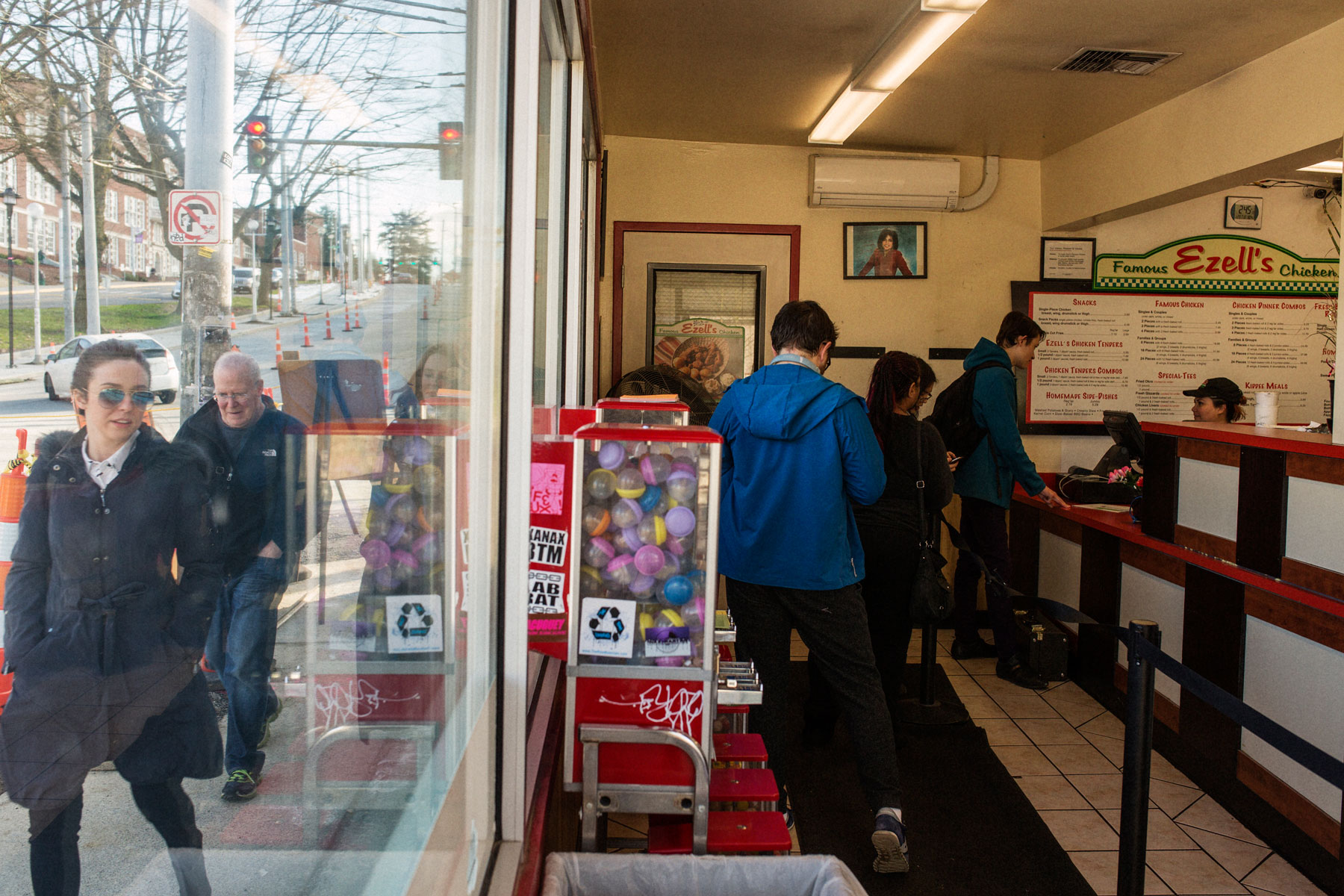 customers-inside-and-outside-ezells