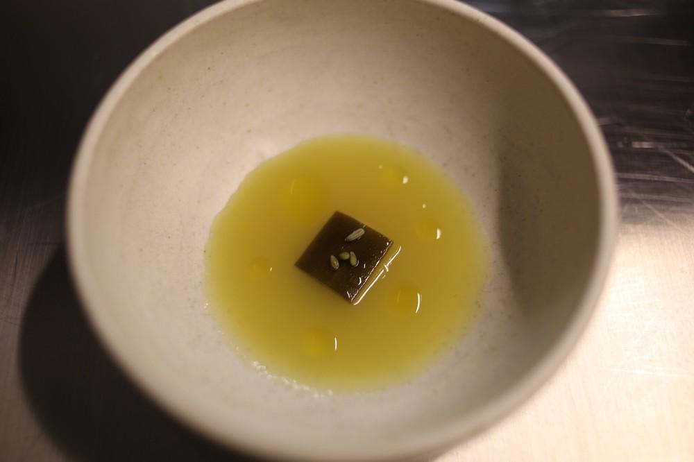 gelinaz-amass-yellow-dish