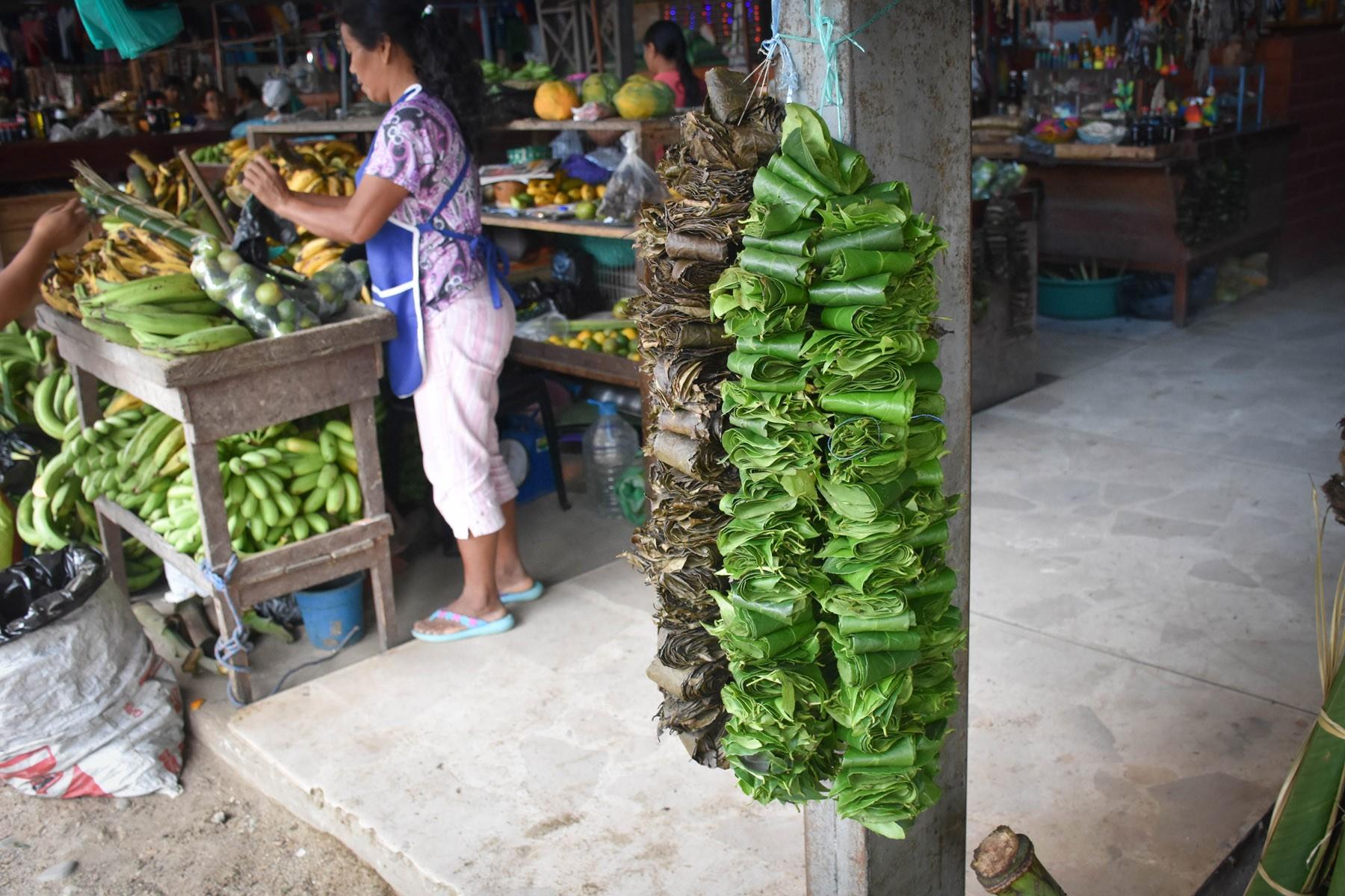 guayusa-at-the-local-market_32286706891_o