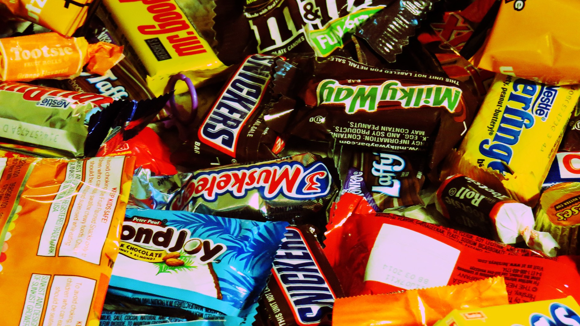 this is how much halloween candy it would take to actually kill you