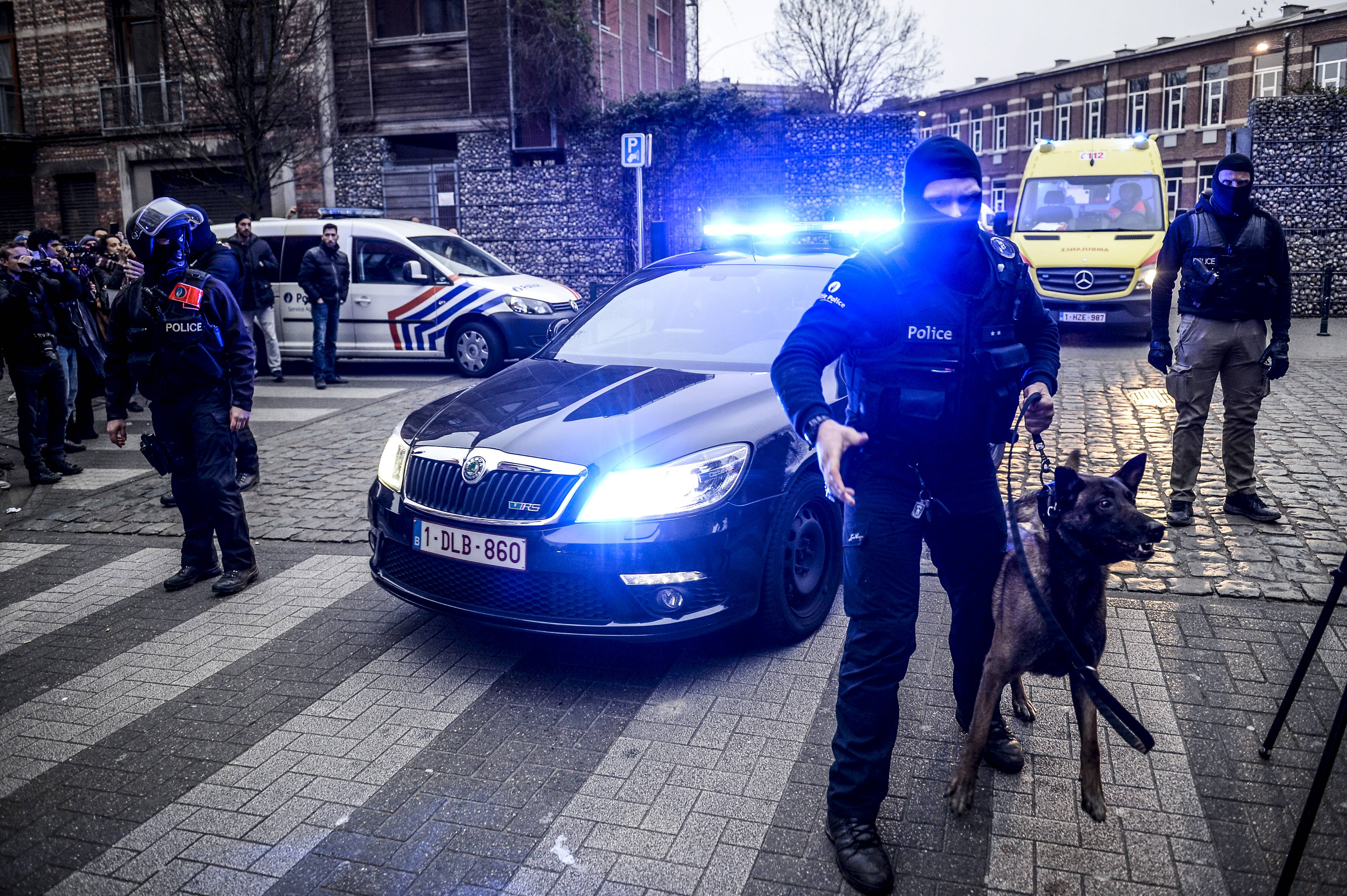 The police escorts an ambulance, which probably transports Salah Abdeslam, during a police action in the Rue des Quatre-Vents - Vierwindenstraat street in Sint-Jans-Molenbeek - Molenbeek-Saint-Jean, Brussels, Friday 18 March 2016. According to the first information Salah Abdeslam was arrested during the searches, he is considered one of the main suspects in the November 13th Paris terrorist attacks and Tuesday s shooting in Vorst. PUBLICATIONxINxGERxSUIxAUTxONLY DIRKxWAEM 04816941 The Police escorts to Ambulance Which probably Transports Salah Abdeslam during a Police Action in The Rue the Quatre Vents Street in Sint Jans MOLENBEEK MOLENBEEK Saint Jean Brussels Friday 18 March 2016 According to The First Information Salah Abdeslam what Arrested during The searches he IS considered One of The Main suspects in The November 13th Paris Terrorist Attacks and Tuesday S Shooting in Vorst PUBLICATIONxINxGERxSUIxAUTxONLY 04816941