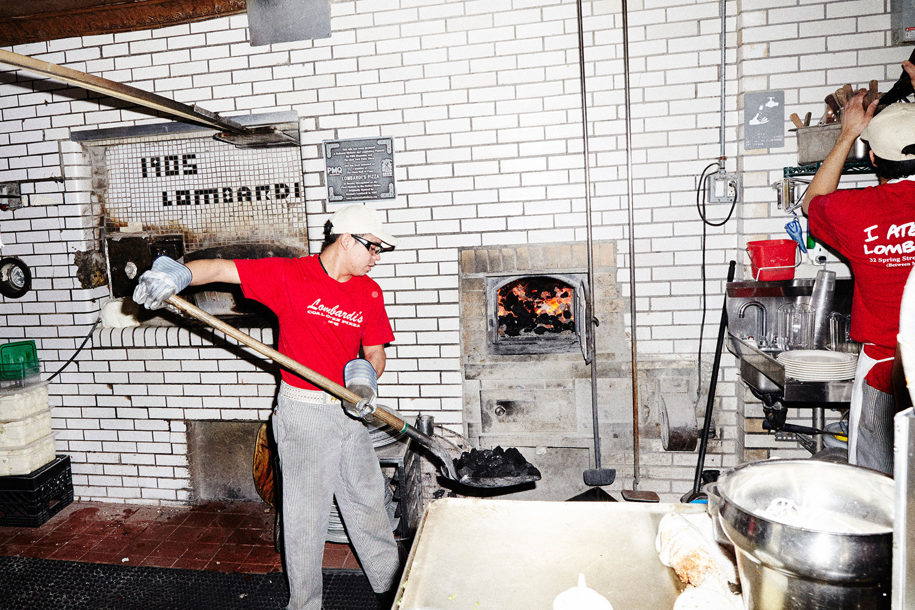 lombardis-pizza-oven-in-action