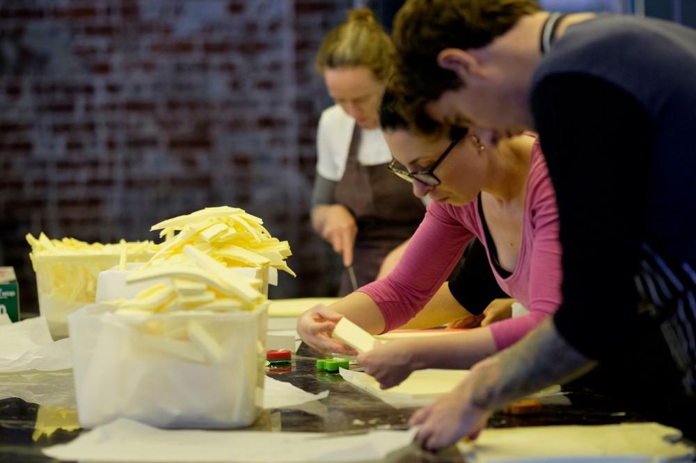 lune-team-folding-butter