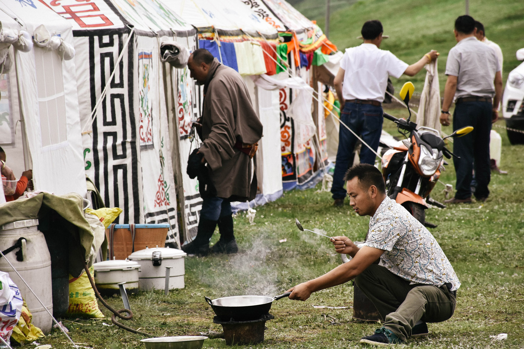 man-cooking-at-a-festival-in-tagong_27855054181_o