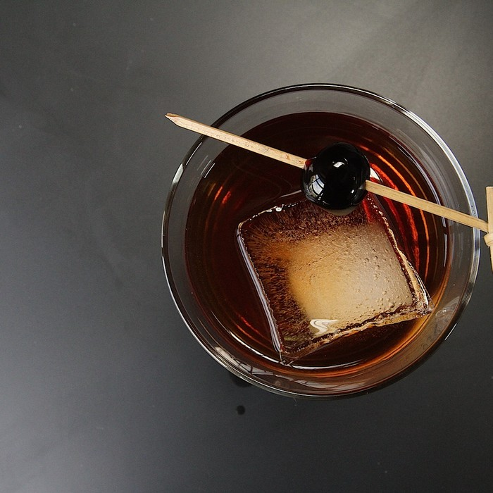 The Perfect Manhattan Is Effortlessly Sophisticated | MUNCHIES