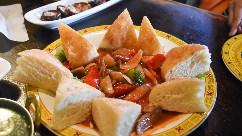 mutton-with-tibetan-naan_29046899061_o