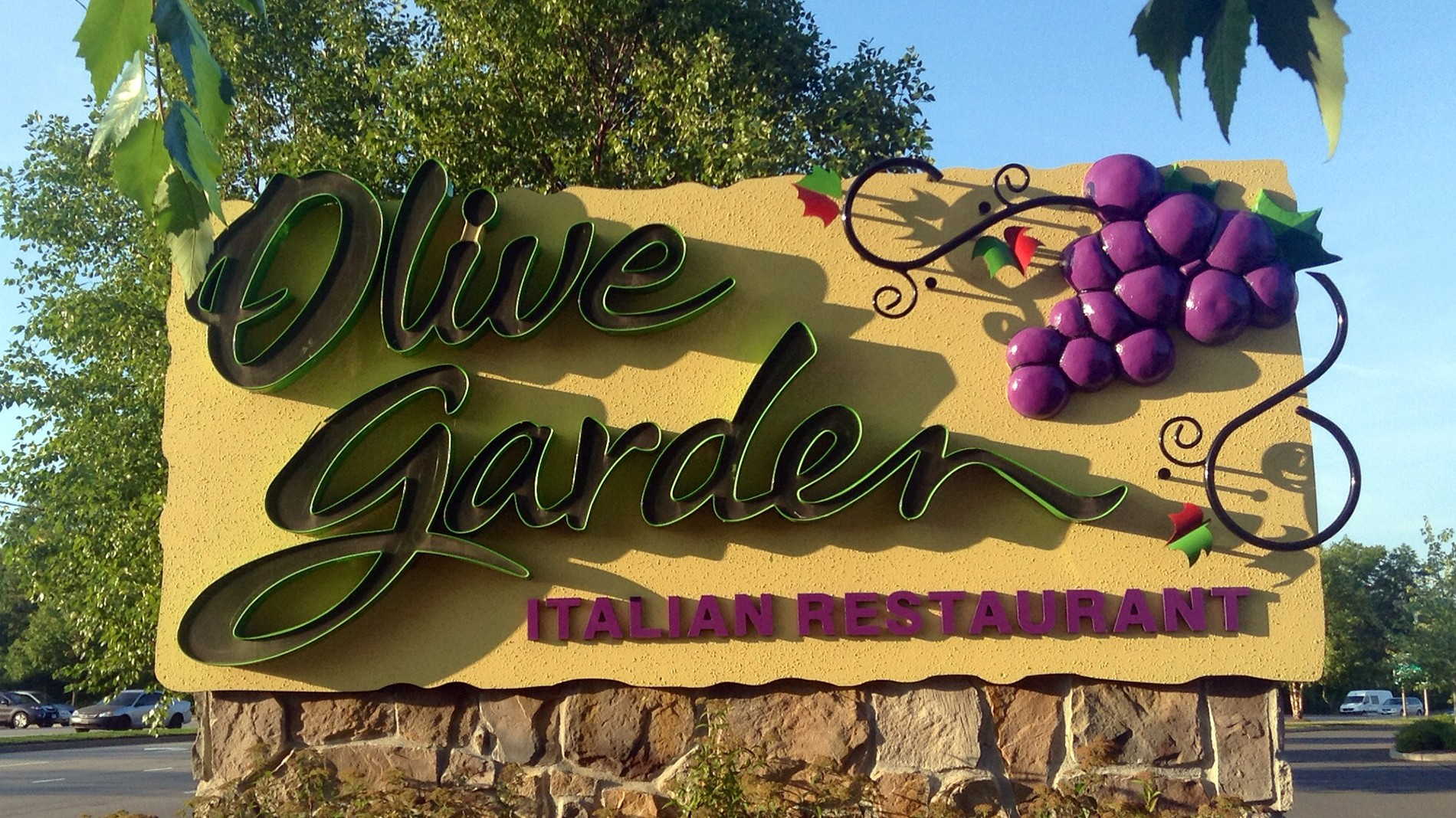 Guess How Long It Took for Olive Garden to Sell 21,000 Never Ending ...