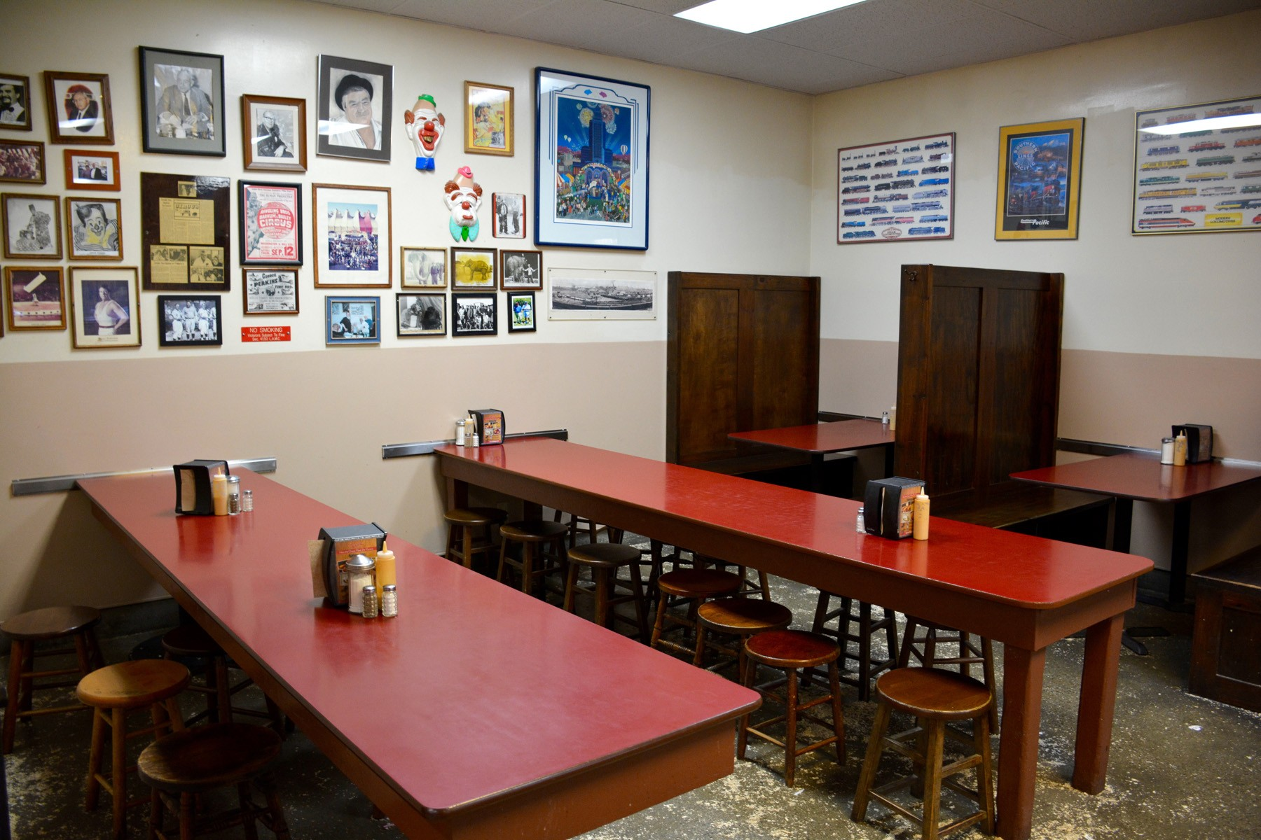philippe's_dining_area_booths - 1