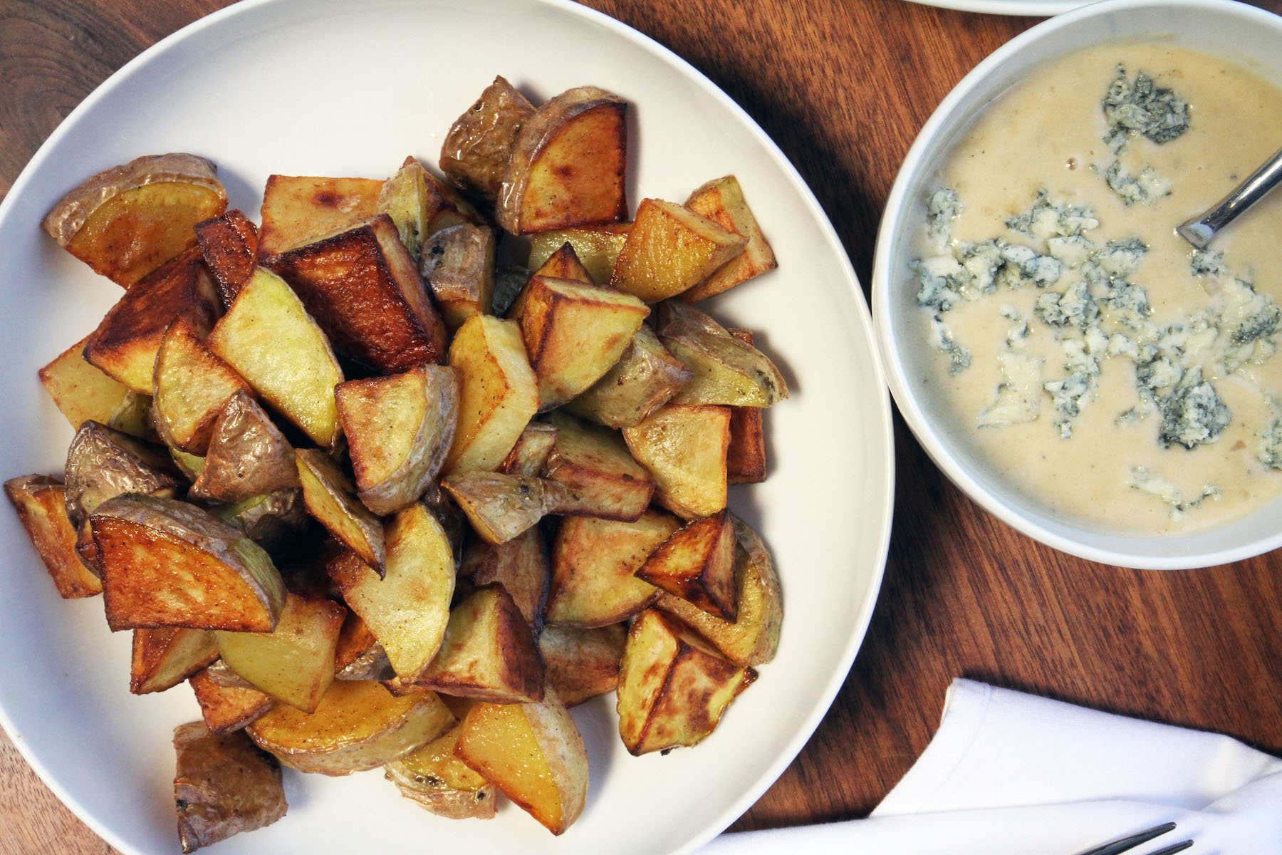 roasted-potatoes-and-blue-cheese-dressing