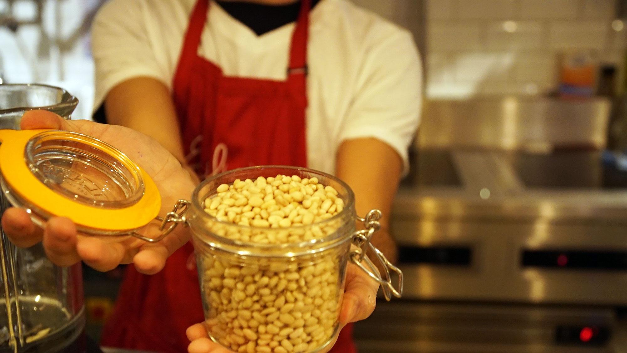 simone-pesto-pine-nuts