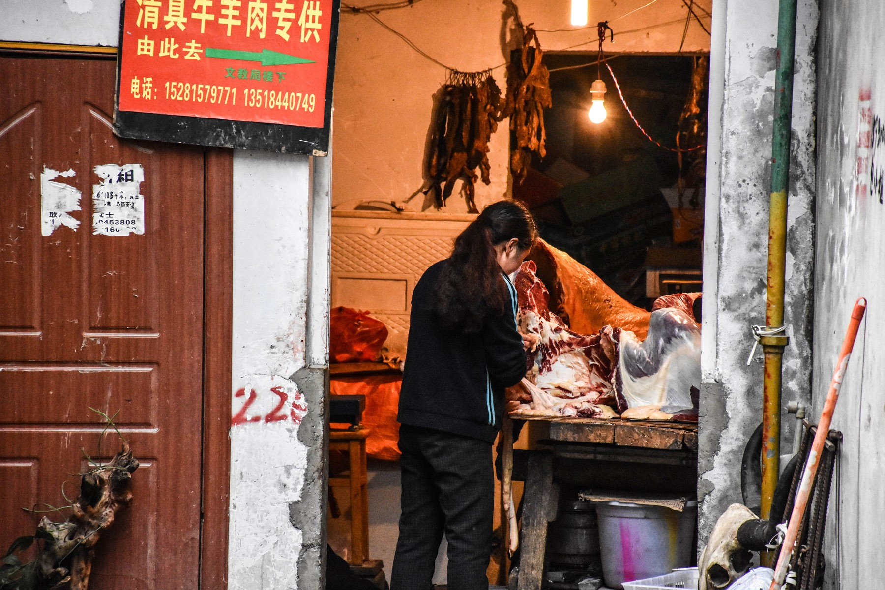 slaughterhouse-in-kangding_27855045251_o