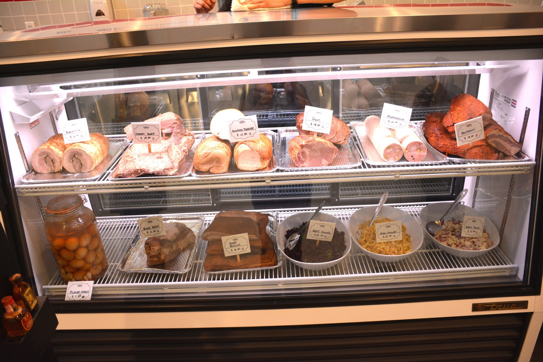 sliced_meats_and_deli_salads_ly-1