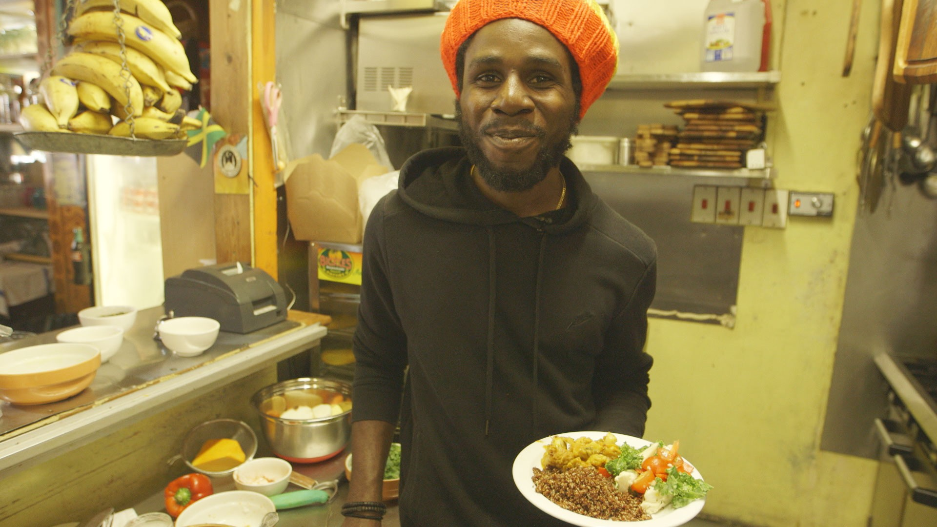 How-To: Vegan Roots Curry and Spirulina Smoothie with Chronixx